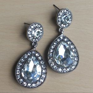 Vintage sparkly earrings